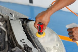 rénover les plastiques de sa voiture
